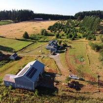 10 kW of locally manufactured SolarWorld panels powers this beautiful Oregon farm.